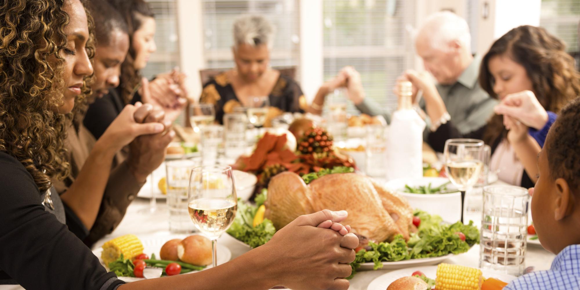family eating thanksgiving dinner - HD2000×1000